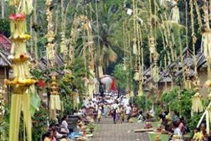Pantai Pandawa adala salah satu tempat tempat yang sangat Favirite di Bali Belakangan ini, banyak wisatawan mancanegar ataupun wisatawan Domestik yang sengaja melowongkan waktunya untuk menikmati keindahan lautnya yang membiri. banyak aktivitas bisa dilakukan di Pantai in, karena airnya sangat jernih dan berwarna kebiruan. sehingga mereka beramai ramaai untuk bertatangan ke sini. kita bis melakuna aktivita kanu, Berenang dan selancar Ombak, terletak di daerah pesisir selatan pulau Bali. dengan Akses yang sangan mudah dilewati untuk mengunjungi pantai ini, sehingga orang berbondong bondong mendatangi pantai ini